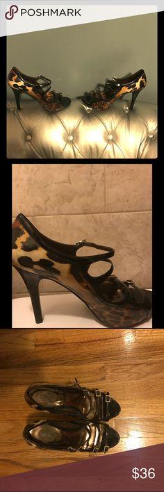 Carlos Santana Leopard Print Shoes Leopard print high heeled shoes. Carlos Santana Shoes Heels