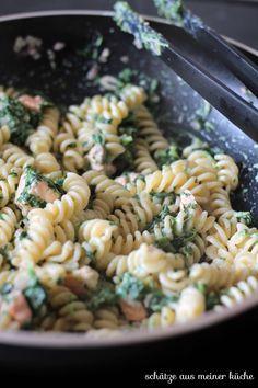 Spinat-Ricotta-Nudeln mit Lachs {Reklame} Spinat-Ricotta-Nudeln mit Lachs The post Spinat-Ricotta-Nudeln mit Lachs {Reklame} appeared first on Nudeln Rezepte. Beef Stroganoff Taste, Ground Beef Stroganoff, Chicken Sausage Pasta, Veggie Pasta, Ricotta Pasta, Salmon Pasta, Eat Smart, Gnocchi, Food Inspiration