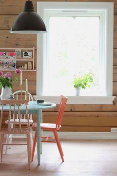 Tømmervegg med kvite lister