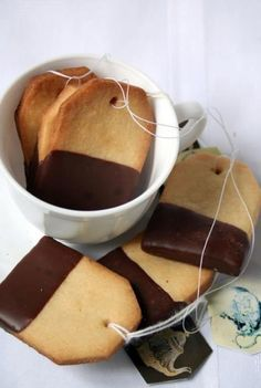 Tea bag biscuits/cookies, tea party idea - add a happy birthday tag and super cute idea! Simple shortbread cookies dipped in semi-sweet chocolate. Tea Bag Cookies, Biscuit Cookies, Shortbread Cookies, Sugar Cookies, Coffee Cookies, Milk Cookies, Biscuit Recipe, Girls Tea Party, Tea Party Birthday