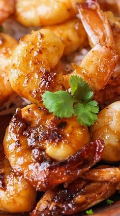 Shrimp caramelized with honey, garlic, spicy red pepper flakes, and lime. If this doesn't make you drool then I don't know what does. This recipe requires nothi Caramelized Honey Lime & Garlic Shrimp Fish Recipes, Seafood Recipes, Dinner Recipes, Cooking Recipes, Healthy Recipes, Spicy Shrimp Recipes, Dinner Ideas, Recipies, Bread Recipes