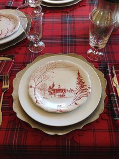 16 Simple but Gorgeous Christmas Tablescapes Decorating In 2017 - Page 3 of 16 - napier news Tartan Christmas, Christmas China, Christmas Dishes, Christmas Kitchen, Merry Little Christmas, Plaid Christmas, Country Christmas, Winter Christmas, All Things Christmas