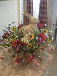 Spring centerpiece for a red room Easter Crafts, Easter Decor, Easter Ideas, Easter Centerpiece, Easter Parade, Easter Holidays, Hoppy Easter, Easter Table, Vintage Easter