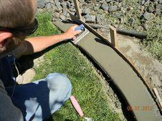 DIY Concrete Landscape Edging :: Hometalk (Easier than you might think!)