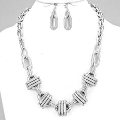A chaining effect necklace set - Sass N Frass 9/15/15 http://www.sassnfrass.net/a-chaining-effect-necklace-set/