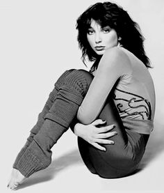 Kate Bush in leg warmers Uk Singles Chart, Hounds Of Love, Light Music, Pop Music, Celebs, Celebrities, Record Producer, Music Artists, Beautiful Women