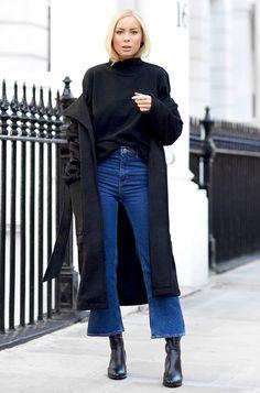 Deixe seu look MUITO CHIC misturando a calça pantacourt com complementos all black. Seguir o monocromático nas outras peças é sempre uma opção chic!