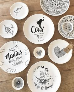 No automatic alt text available. Pottery Painting, Ceramic Painting, Ceramic Art, Diy Tableware, Ceramic Tableware, Porcelain Pens, Baby Stickers, Painted Plates, Doodle Inspiration