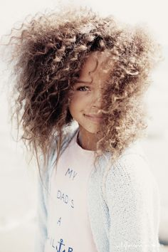 Her hair looks so much like my granddaughter's hair.so beautiful! So Cute Baby, Cute Kids, Beautiful Children, Beautiful Babies, Curly Hair Styles, Natural Hair Styles, Kid Styles, Belle Photo, Her Hair