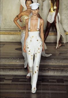 Couture Mode, Couture Fashion, Runway Fashion, Fashion Models, Fashion Show, Givenchy, Vogue Paris, Kirsty Hume, Become A Fashion Designer