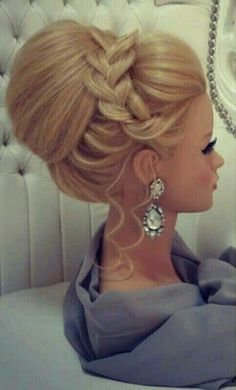 Simple Wedding Hairstyles That Prove Less Is More - Haar Ideen Simple Wedding Hairstyles, Elegant Hairstyles, Formal Hairstyles, Bride Hairstyles, Pretty Hairstyles, Wedding Hair And Makeup, Bridal Hair, Hair Makeup, Classic Updo