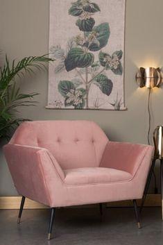 Nieuw jaar, nieuw interieur! Wil jij dit jaar je interieur een upgrade geven? Of je nu de woonkamer of slaapkamer wil aanpakken: deze musthaves mogen niet ontbreken. Dit zijn dé trend-items voor dit jaar. #musthaves #interieurideeën #interieurmusthaves #fluwelenstoelen #stoelen Love Seat, Earth, Couch, Red, Furniture, Home Decor, Settee, Decoration Home, Sofa