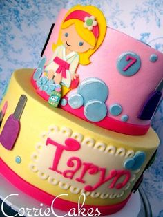 Make-up and spa theme Cake by Corrie Kids Pamper Party, Spa Sleepover Party, Spa Day Party, Girl Spa Party, Pj Party, Spa Party Cakes, Spa Party Foods, Spa Cake, Spa Birthday Cake