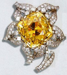 Wearing this canary diamond flower as a pendant would add an fun touch to the outfit. #IGIGI