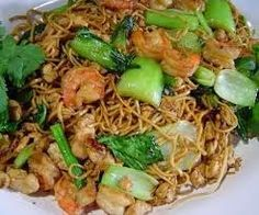 Sajian resep mie goreng cina untuk menu pelengkap makan malam bersama keluarga dirumah Mie Goreng, Nasi Goreng, Prawn Noodle Recipes, Spicy Dishes, Cooking Recipes, Healthy Recipes, Indonesian Food, Chinese Food, Food To Make
