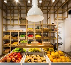 EL MERCADILLO is a butcher shop where you can live a different shopping experience. based on product and design. Produce Displays, Supermarket Design, Farmers Market Recipes, Stair Walls, Fruit Shop, Store Layout, Butcher Shop, Fresh Market, Store Design