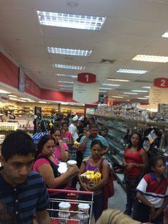 Sólo pa 4 Mavesa y 4 Harina Pan. RT 11am @gerardopinero: Central madeirense los leones, Barquisimeto #Colas infinitas
