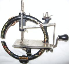 ANTIQUE FOLEY & WILLIAMS VICTOR TOY SEWING MACHINE