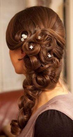 Fryzury z lokami na wesele