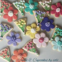 Floral cookies make a great Mother's Day gift. These would make a sweet surprise if you bundled them into a bouquet!