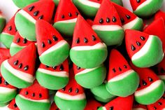 Cake bites para una fiesta sandía! Via blog.fiestafacil.com / Cake bites for a watermelon party! Via blog.fiestafacil.com