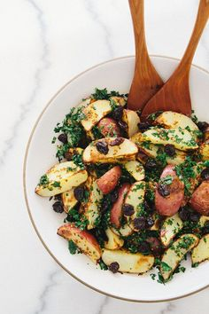 Simple Potato Kale Salad: hearty, warm, and so good on a cold day! (vegan)