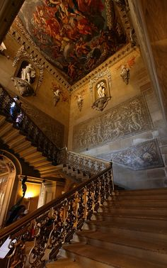 Chatsworth House in Derbyshire, England: The Great Staircase leading to the second-floor estate apartments, with carved swags of fruit framing the niches echoing the painted decoration by Verrio. The stairs are cantilevered.