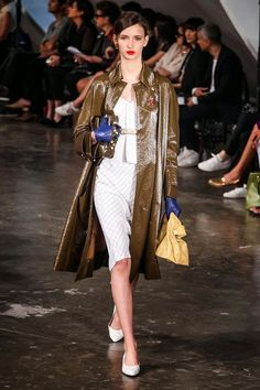 Clutch. Fashionable Brass Knuckles. Alexandre Herchcovitch Spring / Summer 2015 - São Paulo Fashion Week