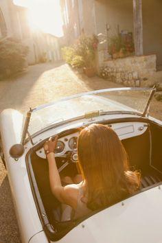 Luxury vintage convertible Car woman road trip alone Woman In Car, Car Wheels, Car Girls, Old Cars, Custom Cars, Vintage Cars, Vintage Style, Vintage Beauty, Convertible