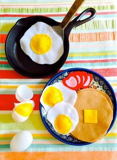 "This No Sew Felt Breakfast is a fun and easy way to boost the creative fun your children can have in the ""kitchen""!"