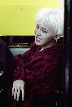 Don't cry, oppa! Let me hug you. GD Crooked MV
