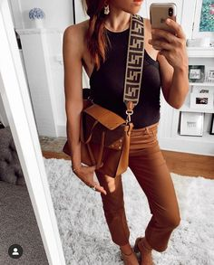 Fall Style + Accessories #fallstyle #bag #leatherbag #accessories Trendy Outfits, Fall Outfits, Summer Outfits, Spring Fashion, Winter Fashion, Bohemian Style, Fashion Forward, Fashion Photography, Fashion Accessories