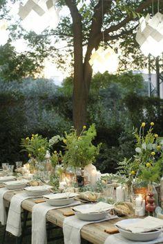 gartenparty deko tischdeko grün rustikaler gartentisch | a tavola ...
