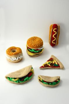 Omnomnom! Look at this delicious fast food crochet pattern collection! ^^ Now you can make these delicious snacks yourself with this very clear and easy to follow crochet pattern.