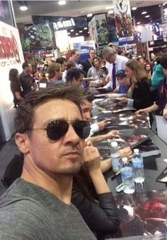 headover-heart:  jeremy renner looking smoking at san diego comic-con