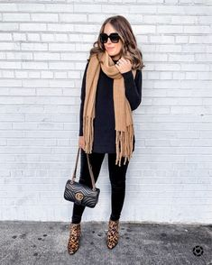 Super Ideas for black ankle boats outfit fall casual chic Black Women Fashion, Look Fashion, Fashion Outfits, Womens Fashion, Sporty Fashion, Ski Fashion, Fashion 2017, Fashion Trends, Casual Fall