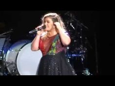 """Kelly Clarkson - """"Killing Me Softly"""" [Roberta Flack/Fugees cover] (Live in San Diego 8-16-15) 