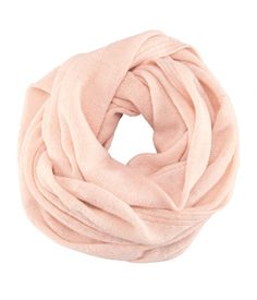 Tube Scarf - from H Pink's my happy color - It'll go well with burgundy (Pantone's oxblood), prefer the wine description - goes down better! Loop Scarf, Circle Scarf, Pink Shawl, Cute Scarfs, Pink Scarves, Colorful Scarves, Vintage Inspired Outfits, Autumn Inspiration, Fashion Inspiration