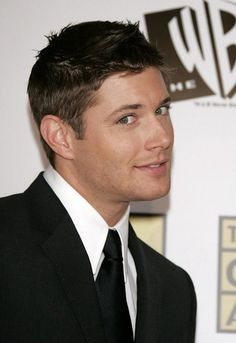 lOOK AT BABY JENSEN OMG HIS FACE GASNT CHANGGED BUT MORE WRINKLES BECAUSE HES GETTIN OLDER NOW OMG MY BABY