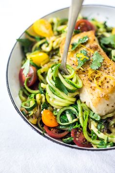 A simple, healthy Halibut recipe served over Lemony Zucchini Noodles with olive oil, garlic and parsley, topped with sweet summer tomatoes. A quick and easy low-carb meal! healthy food Lemony Zucchini Noodless with Halibut Healthy Summer Recipes, Super Healthy Recipes, Low Carb Recipes, Cooking Recipes, Diet Recipes, Recipes Dinner, Easy Cooking, Delicious Healthy Food, Simple Healthy Meals