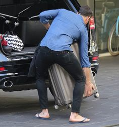 Gentleman: Sam lifted the ladies' suitcases into the car