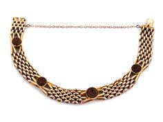 Länge: ca. 18,5 cm. Gewicht: ca. 28,2 g. RG 625 (15 kt). Um 1900. Feines englisches Armband mit vier runden Steinen aus Goldfluss. Integrierter Verschluss mit...