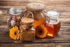 Bio méz – a vegyszerektől mentes, tiszta méz Mason Jar Wine Glass, Candle Jars, Honey, Stock Photos, Homemade, Fabric Flowers, Bees, Web Design, Tasty