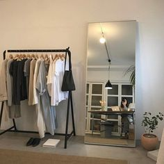New room decor cool quartos Ideas Room Ideas Bedroom, Bedroom Decor, Bedroom Inspo, Bedroom Furniture, Study Room Decor, Mirror Bedroom, Ikea Bedroom, Furniture Chairs, Bedroom Inspiration