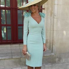 I love this classy mint dress Vestidos Vintage, Vintage Dresses, Classy Outfits, Cool Outfits, Satin Dresses, Gowns, Derby Outfits, Races Fashion, Mint Dress
