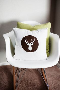 DIY: stenciled pillow