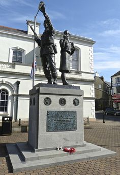 Memorial to the men and woman of the Ulster Defence Regiment, Market Square South, Lisburn by Lancastrian, via Flickr