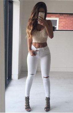 ripped jeans high waisted jeans white ripped jeans skinny jeans white jeans crop tops date outfit Outfits Nachstylen, Casual Outfits, Fashion Outfits, Jeans Fashion, Fashion Trends, Casual Dresses, Airport Outfits, Casual Wear, Fall Outfits