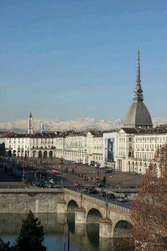 Piazza Vittorio Turin. (mirara al otro lado del rio a las 20:21 de la tarde los días de primavera)