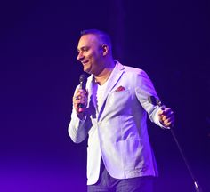 Russell Peters was not amused. Several concertgoers at his soldout show at Caesars Windsor on Saturday showed up late and stumbled through aisles near the stage. He centred each of them out and built jokes around their tardiness. Russell Peters, Star Wars, Windsor, Entertainment, Stars, Coat, Sewing Coat, Sterne, Peacoats